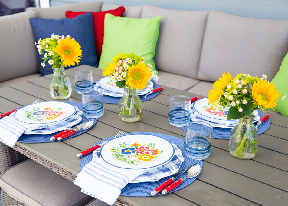 Blue Floral Outdoor Tablescape